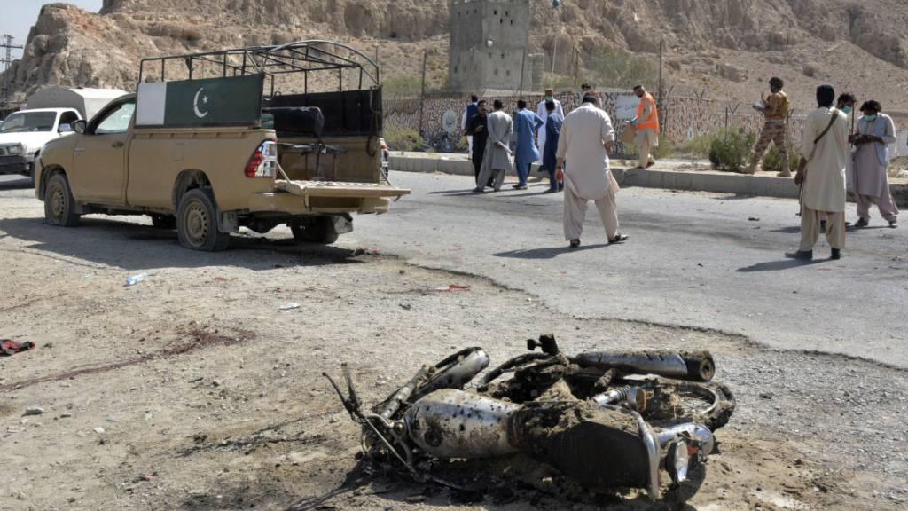 Mindestens drei Sicherheitskräfte bei Anschlag in Pakistan getötet