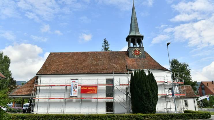 In der Alten Kirche, deren Fassade aktuell saniert wird, werden die Gottesdienste ersatzweise abgehalten.