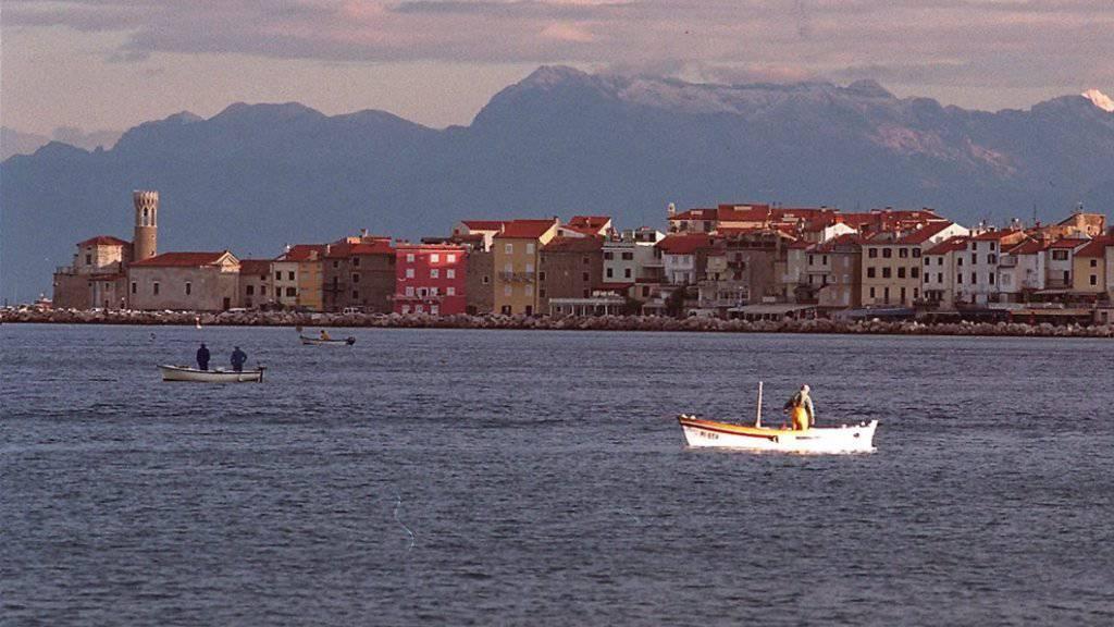 Blick auf die zwischen Slowenien und Kroatien umstrittene Küste von Piran (Archiv)