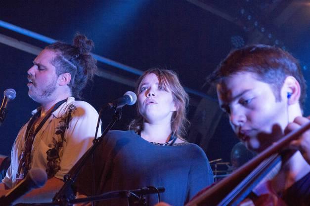 DPBO mit Frontmann Till Ostendarp (l.), Sirkka Ammann, Gesang, und Simon Zimmermann am Cello