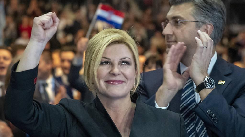 Kolinda Grabar-Kitarovic bewirbt sich bei den kroatischen Präsidentschaftswahlen vom Sonntag für eine zweite Amtsperiode. Erste Resultate wurden am Abend erwartet. (AP Fotograf: Darko Bandic)