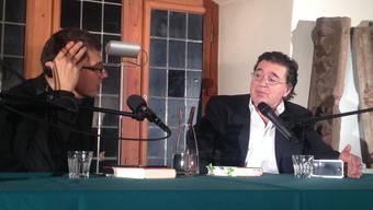 Der niederländische Bestseller-Autor Leon de Winter (rechts) im Gespräch mit bz-Chefredaktor Matthias Zehnder.