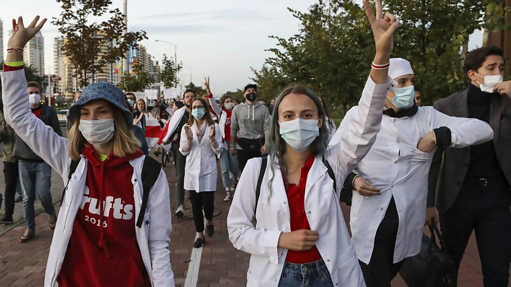 Ärzte in Belarus kämpfen gegen Corona und «Diktator» Lukaschenko