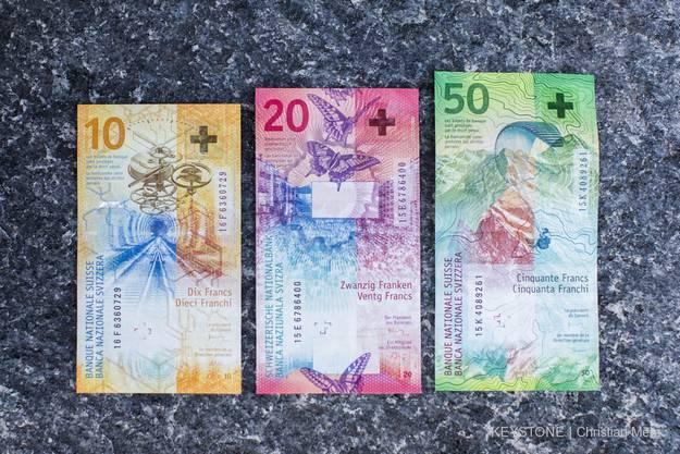 Die 10er-Note von der anderen Seite, neben der 20er- und 50er-Note.