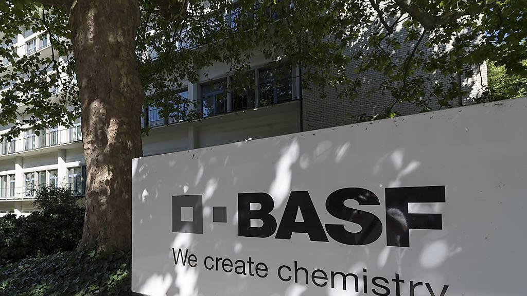 BASF hebt nach starkem Quartal Jahresziele erneut an