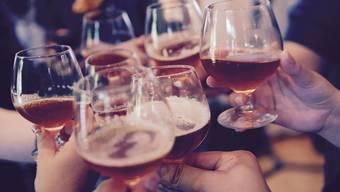Allgemein geraten sei: An Weihnachtsfeiern solltest du es mit dem Alkohol nicht übertreiben. Aus Gründen.
