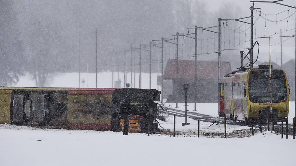 Der Unfallort an der Lenk im Simmental im Berner Oberland: Bei der Entgleisung eines Waggons eines Zuges der Montreux-Berner Oberland-Bahn sind mehrere Menschen verletzt worden.