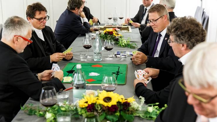 Jassrunde mit Regierungsrat Peter Gomm, Bischof Felix Gmür und Regierungsrat Roland Fürst