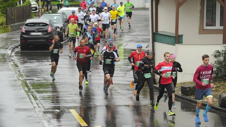 Am ersten Aargau Marathon vor zwei Jahren gingen 2210 Läuferinnen und Läufer an den Start.