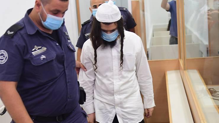 Amiram Ben-Uliel, israelischer Rechtsaktivist, kommt zur Urteilsverkündung in ein Bezirksgericht in Lod. Fünf Jahre nach einem tödlichen Brandanschlag auf eine Palästinenserfamilie hat ein israelisches Gericht den Hauptverdächtigen schuldig gesprochen. Foto: Avshalom Sassoni/Maariv POOL/AP/dpa