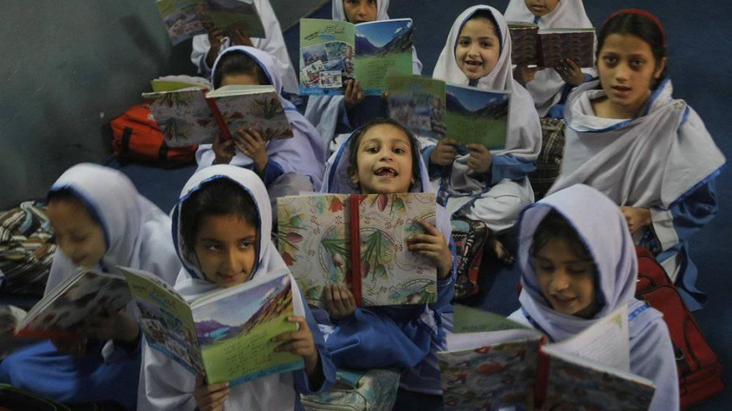 Schülerinnen in Peschawar (Archiv)