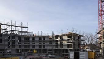 Die Initiative für mehr bezahlbare Wohnungen ist im Nationalrat wohl nicht mehrheitsfähig. Der gemeinnützige Wohnungsbau dürfte trotzdem profitieren. (Archivbild)