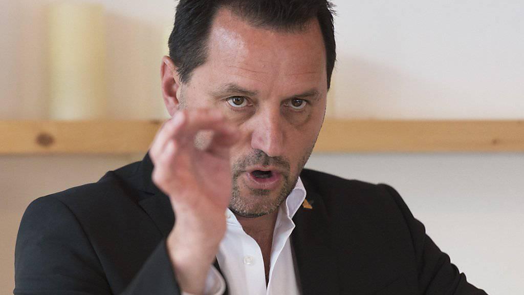 Der damalige Sprecher der Kantonspolizei Wallis, Jean-Marie Bornet, war zurecht entlassen worden, unter anderem weil es sich gegenüber einer despektierlich geäussert hatte. (Archivbild)