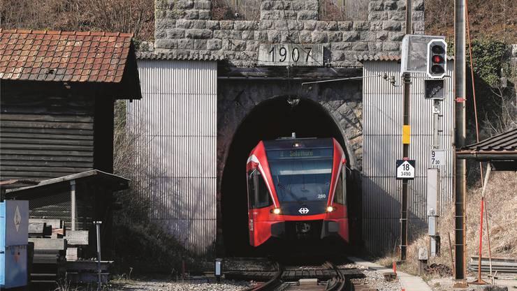 Drei Minuten dauert die Durchfahrt des Weissensteintunnels. (Archivbild)