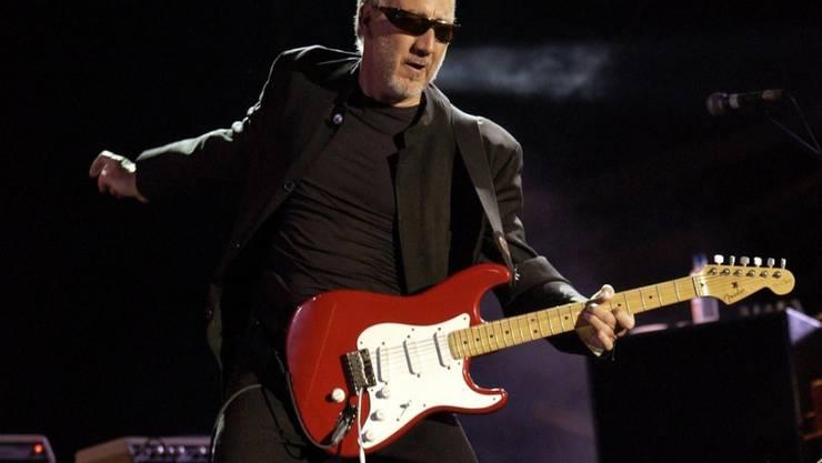 Erst spielen, dann zertrümmern: The-Who-Gitarrist Pete Townshend hat sich für seinen zerstörerischen Umgang mit Gitarrern von Künstler Gustav Metzger inspirieren lassen. (Archivbild)
