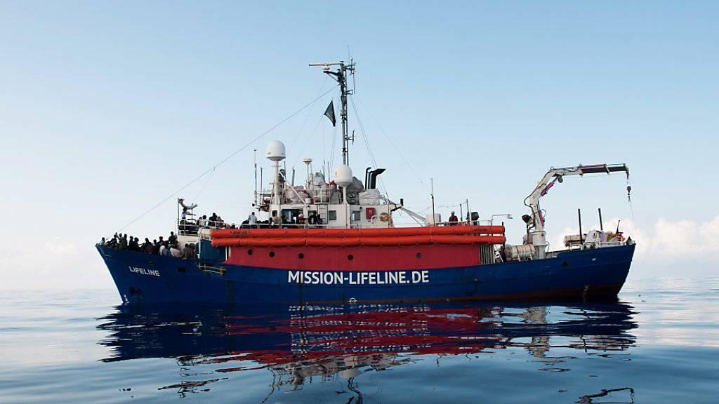 Der juristische Status der «Lifeline» soll überprüft werden - das Schiff hatte zuvor über 220 Flüchtlinge an Bord genommen. (Archiv)