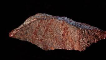Das Linienmuster auf dem Stein ist mit rund 73'000 Jahren das älteste bekannte Zeugnis einer menschlichen Zeichnung.