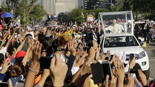 Hunderttausende verabschieden den Papst in Manila