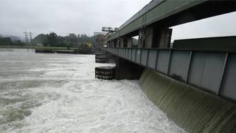 Die Wasserzinsen sollen sinken. Im Bild: das Kraftwerk Klingnau. (Archiv)