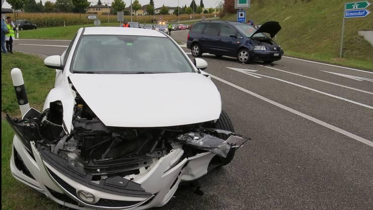 Eine Lenkerin missachtete in Oberwil-Lieli das Linksabbiegeverbot und übersah zusätzlich eine entgegenkommende Autolenkerin. Eine Frau verletzte sich mittelschwer.