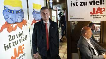 SVP-Präsident Marco Chiesa betritt am Sonntag den «Abstimmungshöck» der Begrenzungsinitiative-Initianten in Rothrist.