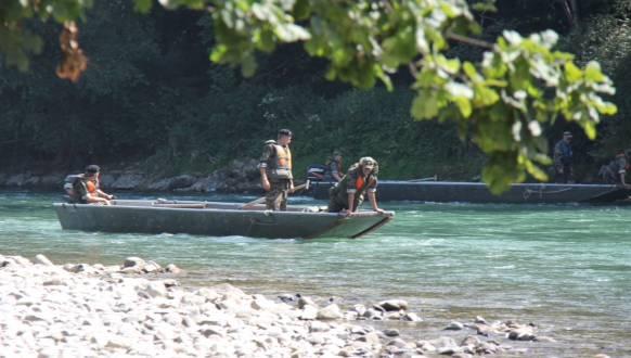 Die Armee suchte im August 2012 bei der Einstiegsstelle in Bremgarten nach dem Schüler - dort soll der Bub nach ersten Ermittlungen ins Wasser gestiegen sein.