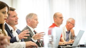 Michael Hunziker (l). und FCA-Präsident Alfred Schmid am letzten Mittwoch bei der Medienkonferenz.chris Iseli
