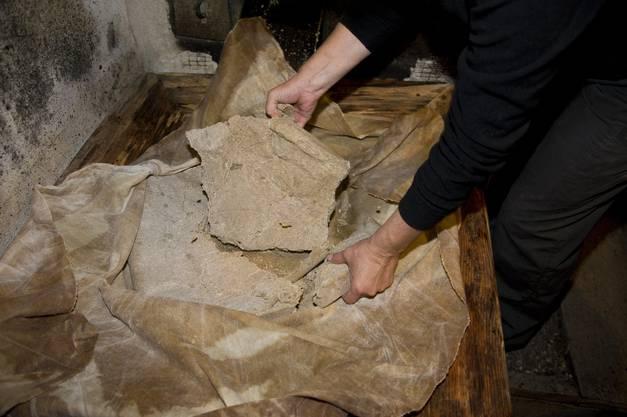 Die ausgepressten Nüsse werden zum Backen verwendet