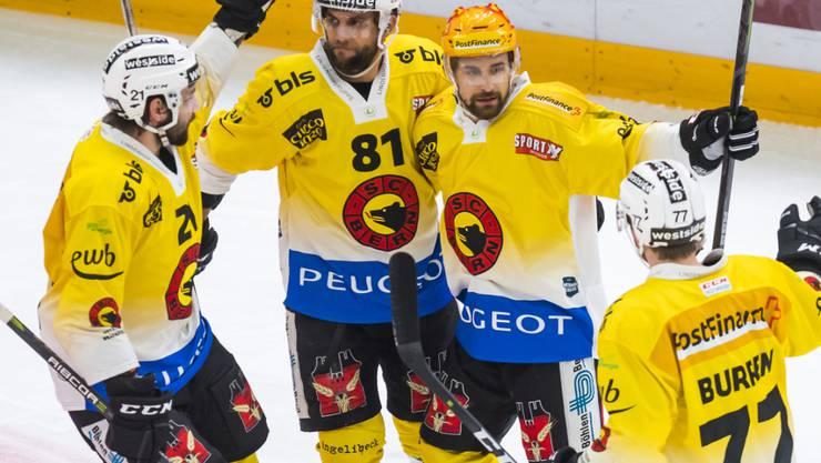 Die Berner freuen sich über den Sieg in Lausanne
