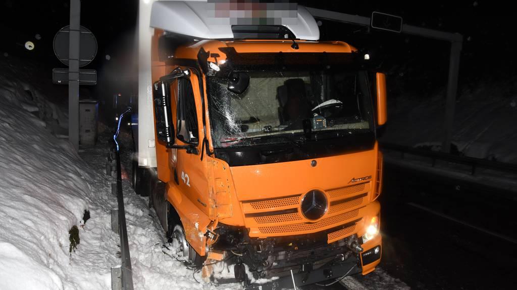 27 Unfälle auf schneebedeckten Strassen – vier Verletzte