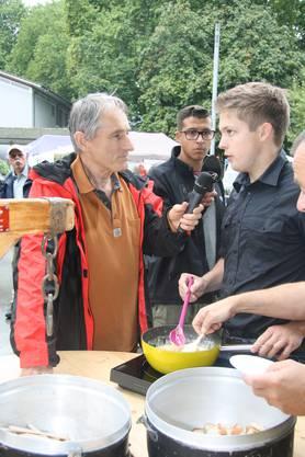 Rolf Beeler beim Fondue-Test