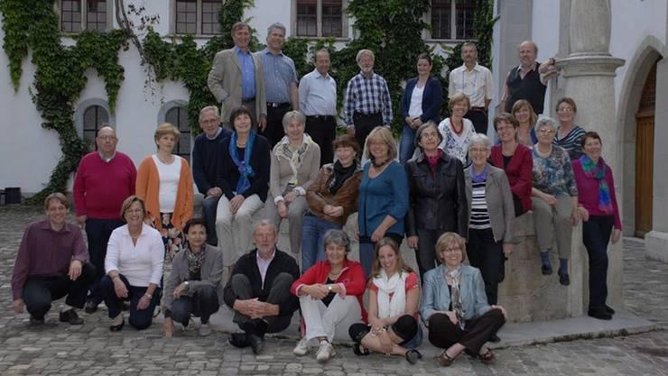 Der Klosterchor Wettingen ist ein Traditionsensemble: Für das Foto posiert er im Klosterhof. ZVG