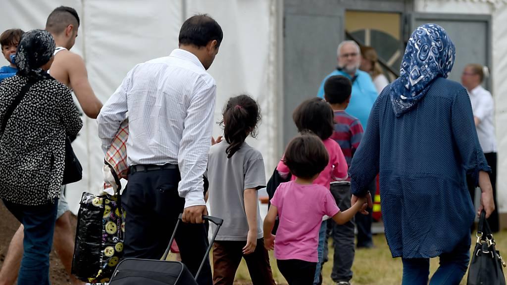 Merkel bietet Aufnahme von 1500 Eltern und Kindern an