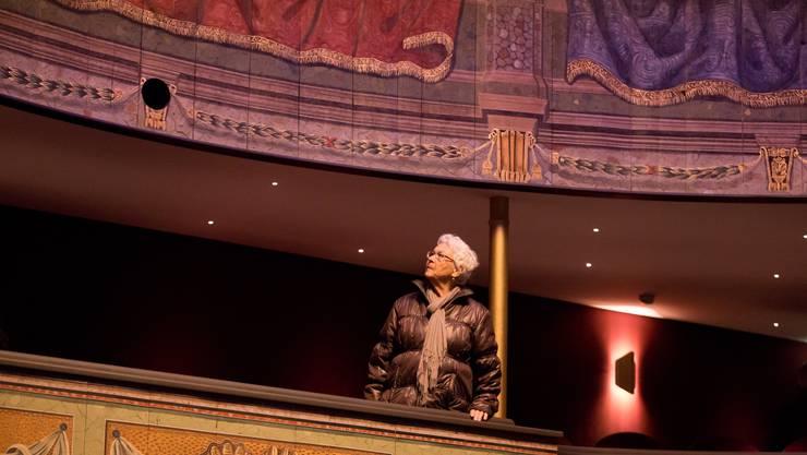 Nein, «Der Besuch der alten Dame» wird nicht gespielt. Aber ihr Interesse am neuen, alten Stadttheater mit seinen restaurierten barocken Brüstungsmalereien ist ganz bestimmt auch nicht gespielt.