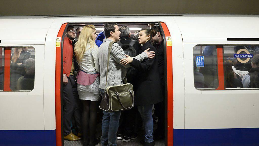 Londoner U-Bahnen trotz Pandemie voll