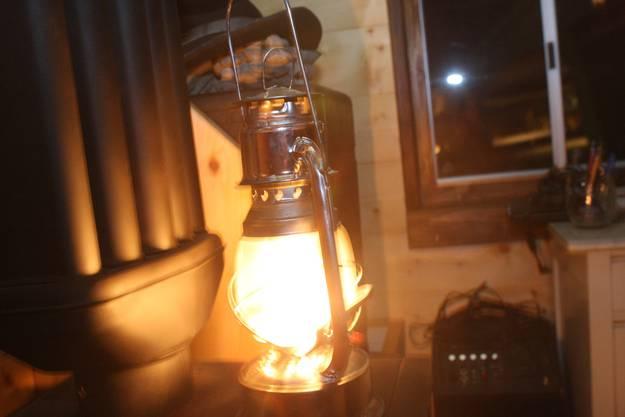 Die Öllampe ersetzt das Nachttischlämpli