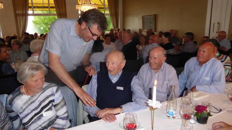 Mit 96 Jahren ältester Teilnehmer wurde Max Hauri besonders willkommen geheissen und durch den Gemeindeverwalter Felix Marti geehrt.