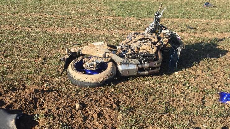 Der 25-jährige Motorradfahrer wurde beim Unfall schwer verletzt.
