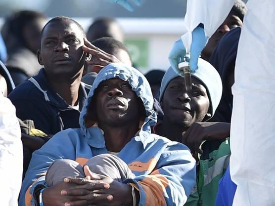 Afrikanische Flüchtlinge unweit von Syrakus auf Sizilien