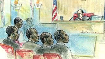 Die fünf Somalier vor dem Richter