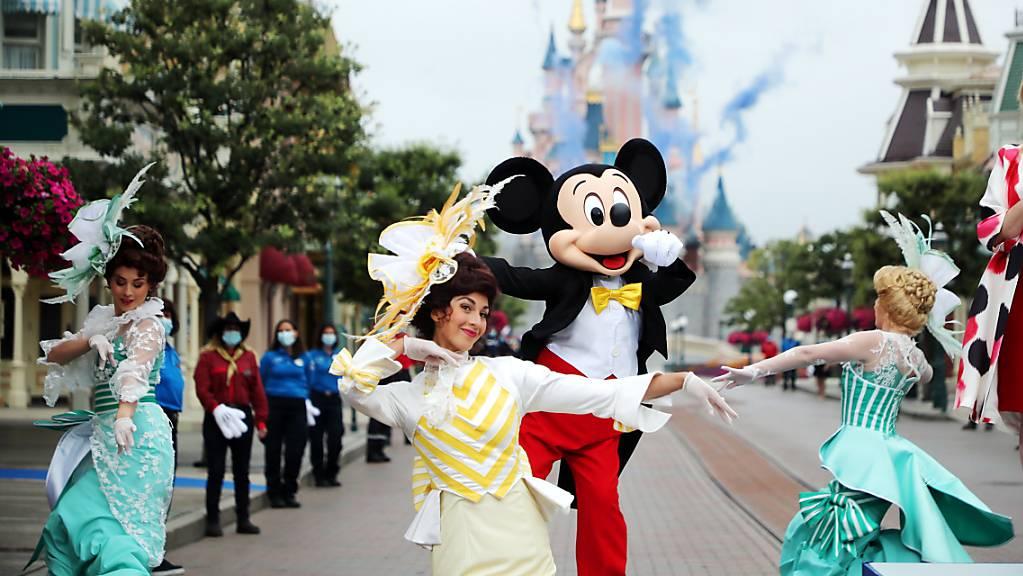 Das Disneyland Paris soll erst am 2. April wieder öffnen. Dies jedoch unter dem Vorbehalt, dass die Entwicklung der Corona-Pandemie dies zulässt. (Archivbild)