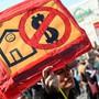 Deutliche Bildsprache der Demonstrierenden in Berlin.