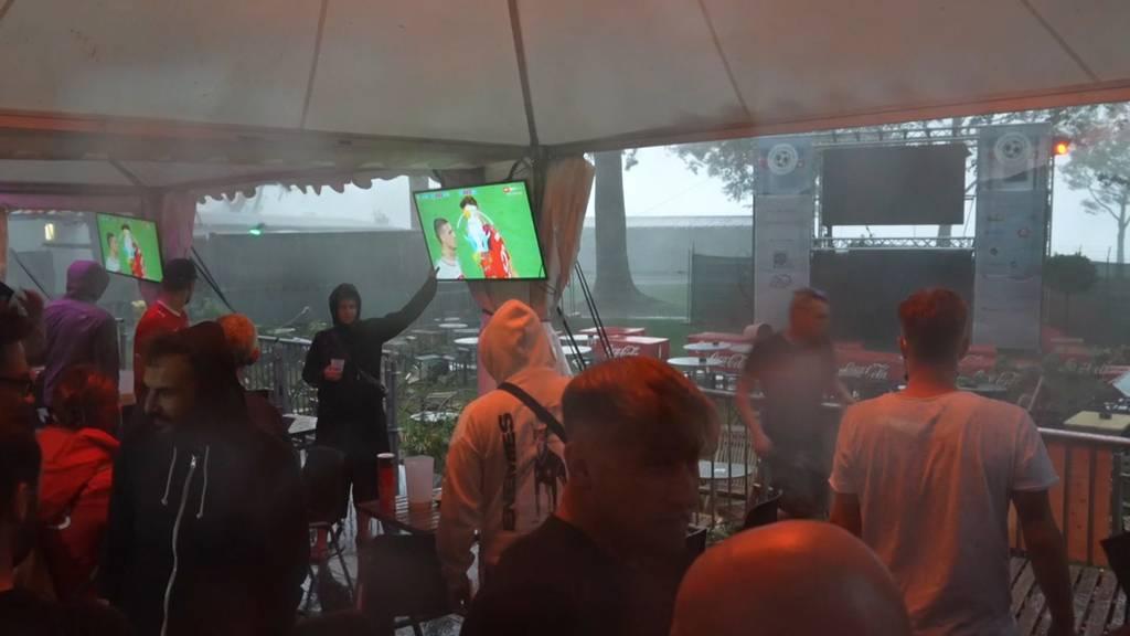 Stürmisches Public Viewing beim Spiel Schweiz-Türkei