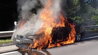 Autobrand auf der T5: BMW brennt vollständig aus