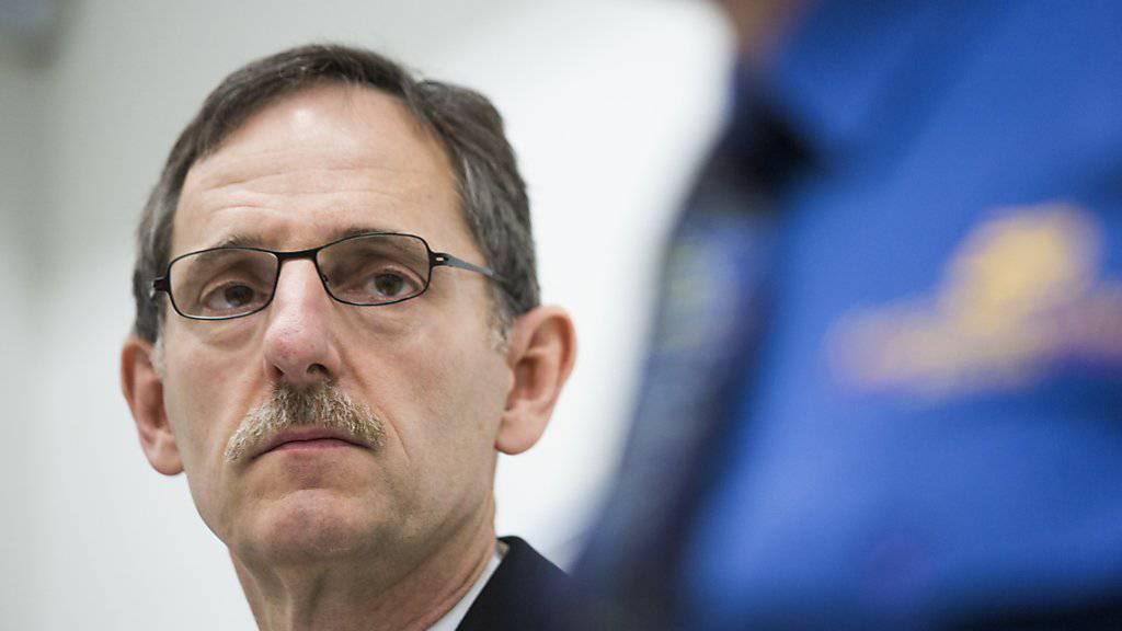 Der Zürcher Sicherheitsdirektor Mario Fehr (SP) wünscht sich ein möglichst baldiges Inkrafttreten von Nachrichtendienst-Gesetz und BüPF. (Archivbild)