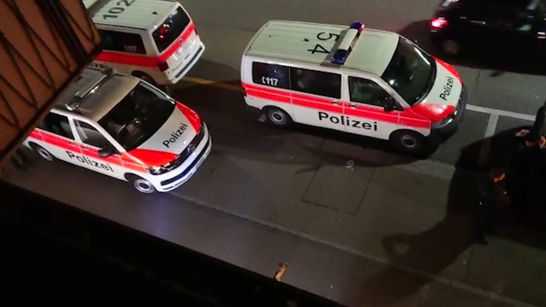 Grosseinsatz beim Lindenplatz: Mann mit Stichwaffe verletzt