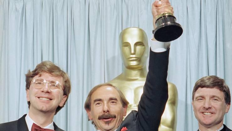 März 1991 Xavier Koller (Mitte) gewann für «Reise der Hoffnung» als bislang einziger Schweizer den Auslands-Oscar.  APKey