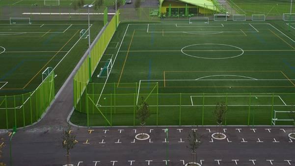 Neben zwei Fussballplätzen soll es auch ein Beachvolleyballfeld und einen Spilplatz geben. (Symbolbild)