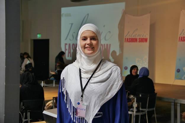 """Janina Rashidi, Pressesprecherin des IZRS, freut sich über den grossen Erfolg der ersten """"Islamic Fashion Show"""" in der Schweiz."""