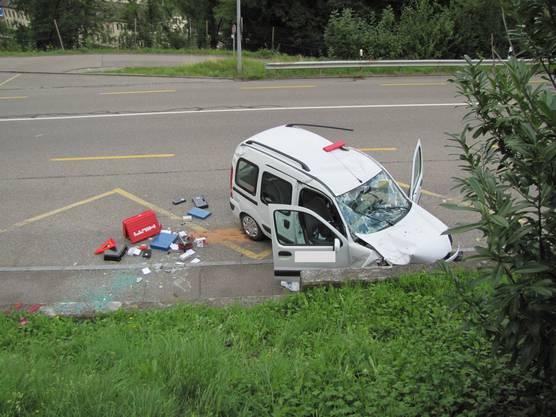 Selbstunfall in Neuenhof: Der Fahrer kam mit dem Schrecken davon.
